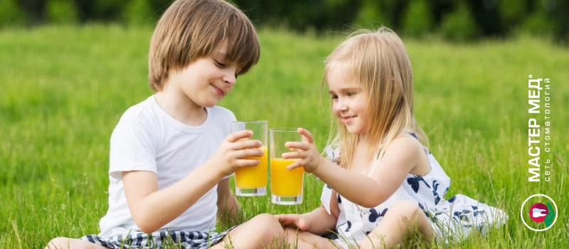 Как фруктовые соки влияют на детские зубы