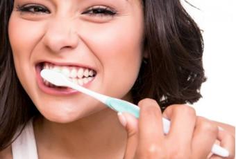 Ежедневная чистка зубов: самые популярные ошибки