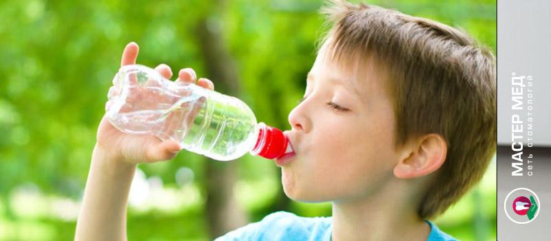 Пластиковые бутылки опасны для детских зубов